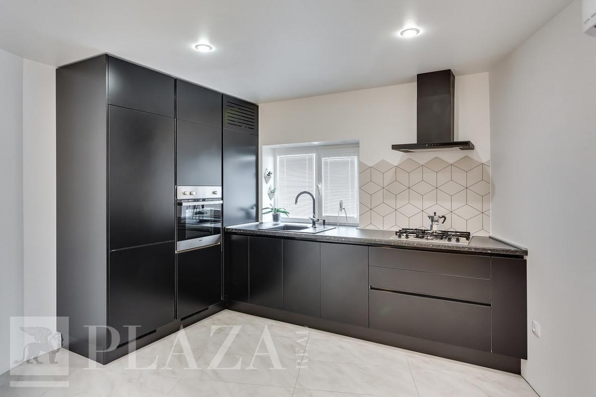 Как спрятать трубы на кухне вдоль стены | 799x1200